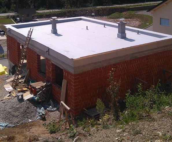 Ravne strehe za hiše ali večje objekte.