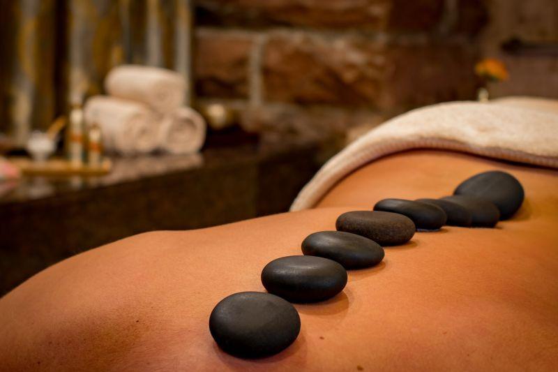 masaža z vročimi kamni