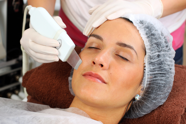 Aparat za masažo obraza