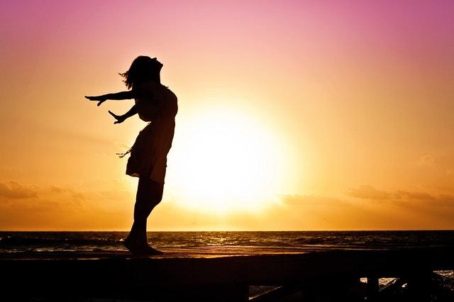 Z varnim izpostavljanjem soncu pridobimo zadostne količine vitamina D