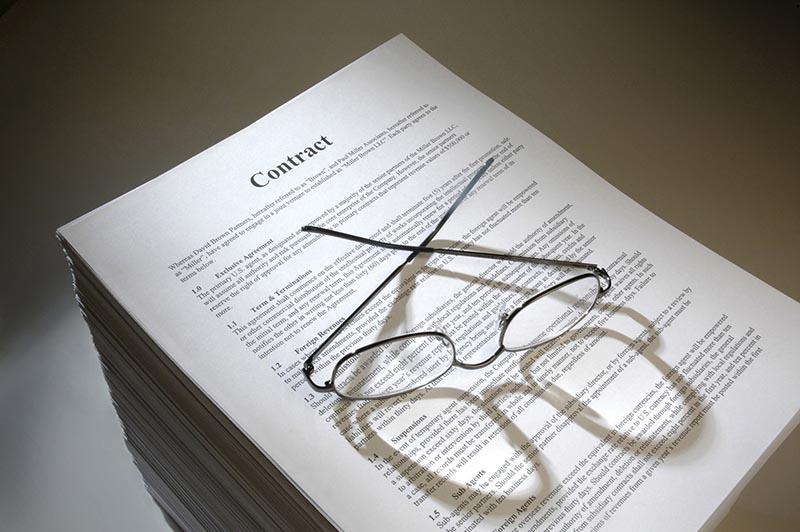 Pogodbo za najem stanovanja je treba temeljito pregledati.